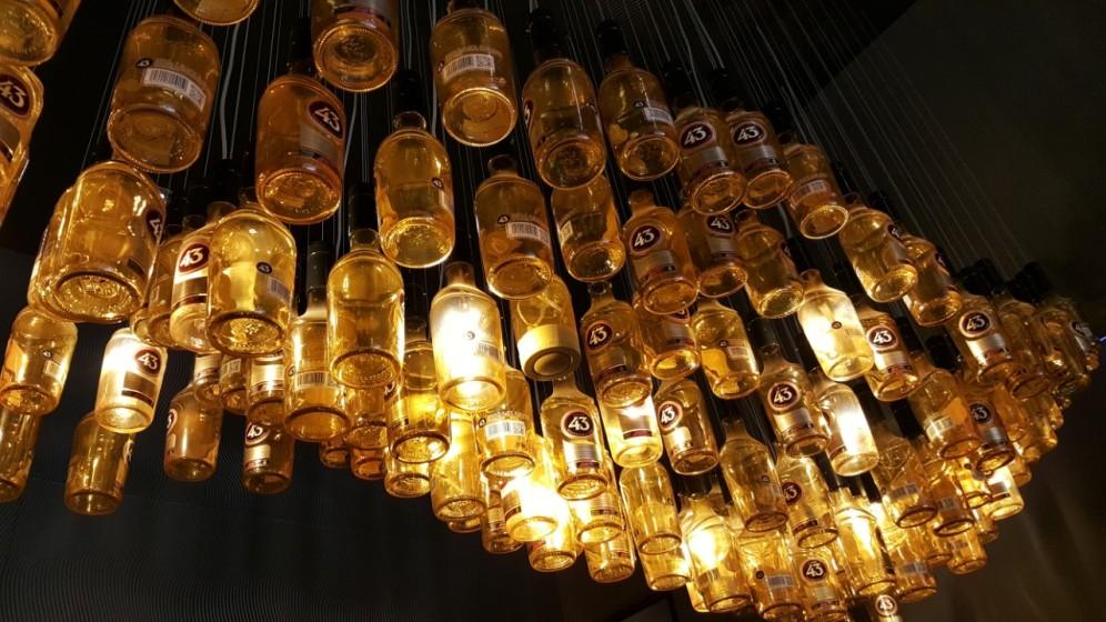 Fräck lampa i baren.